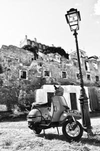 Vespa en Alfama, Lisboa, Portugal. Autor: Antonio Lopera