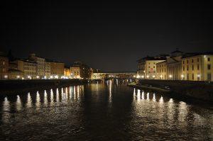 ponte vecchio de noche