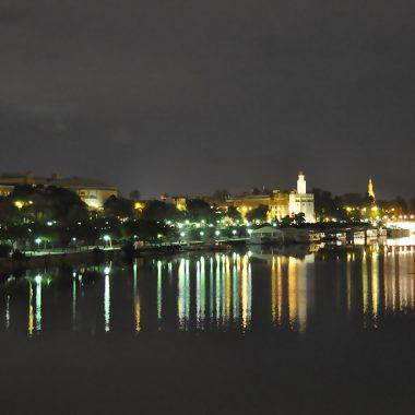 Noche en el Guadalquivir. Sevilla. España. - Yermanasca Due
