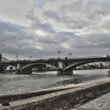 Puente de Triana. Sevilla. España. - Yermanasca Due