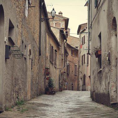 Strade di Volterra. Toscana. Italia. - Yermanasca Due