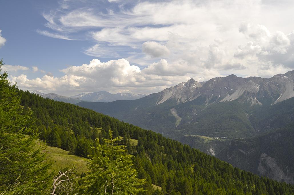 Nuvole sulle Alpi. Bardonecchia. Piemonte. Italia. - Yermanasca Due